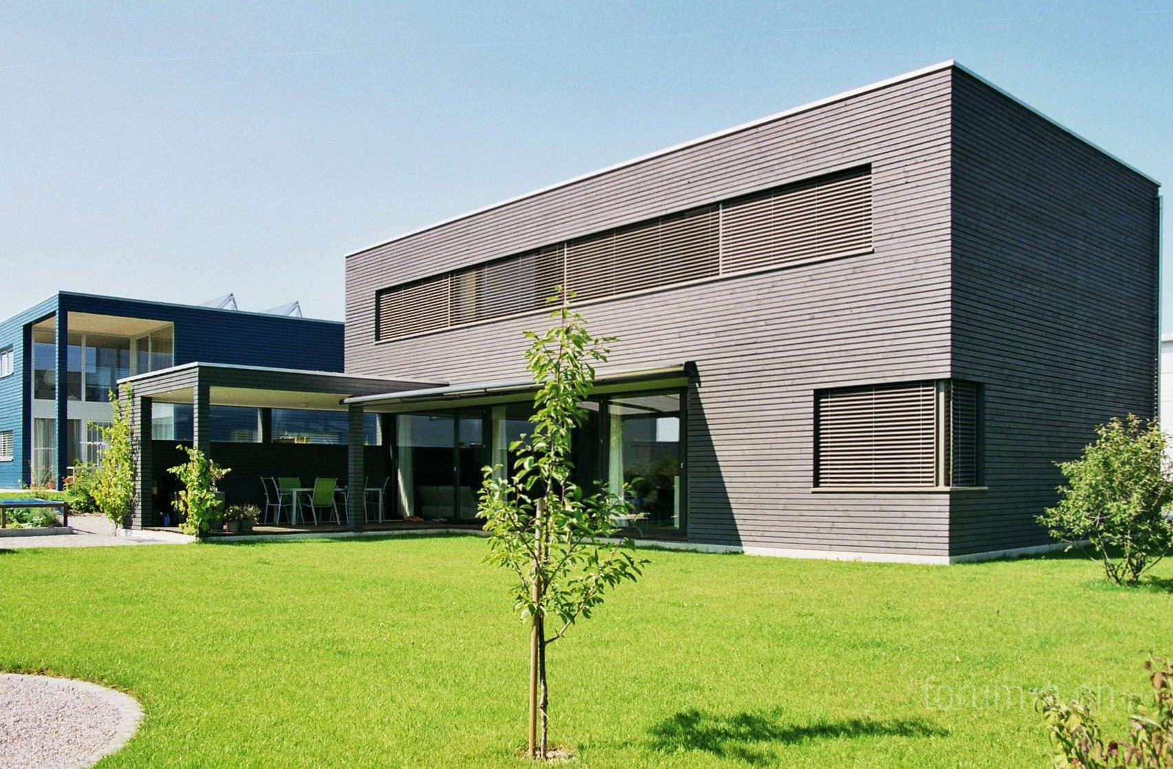 Minergie einfamilienhaus flachdach holzfassade