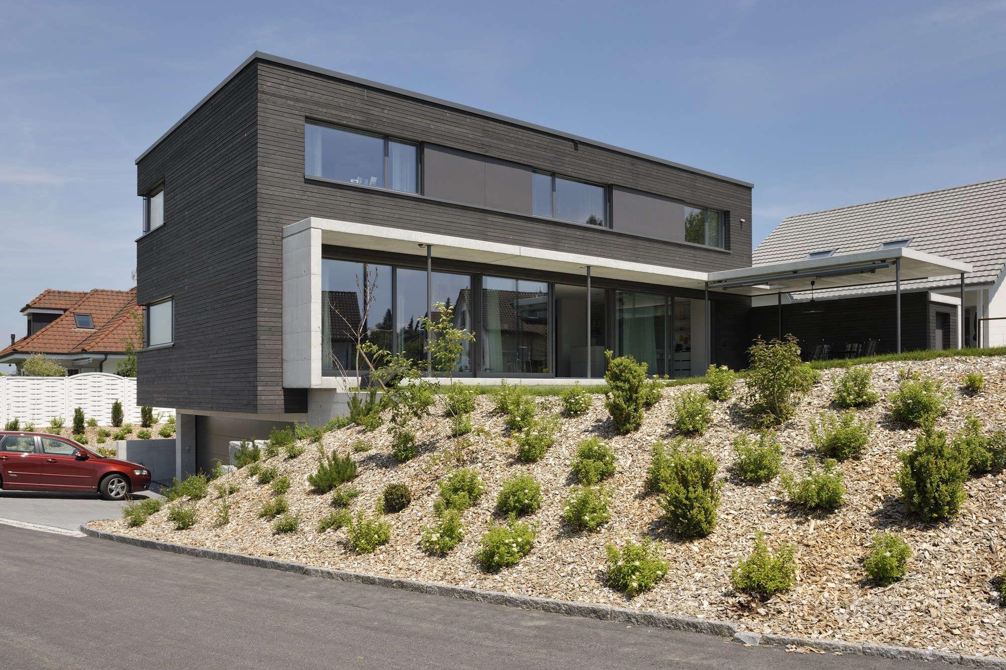 Minergie einfamilienhaus flachdach sitzplatz holzfassade